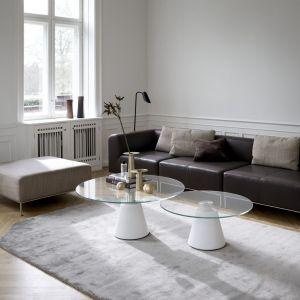 Stożkowa podstawa stolika Madrid została odlana z betonu; blaty do wyboru m.in. z ceramiki lub szkła. Fot. BoConcept
