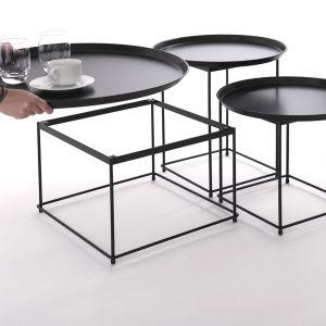 Zestaw trzech nowoczesnych stolików Tres ze zdejmowanym blatem pełniącym funkcję tacy. Fot. Inspirium