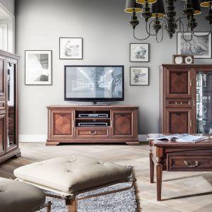 Stolik kawowy z kolekcji Milano z drewna jesionowego w naturalnej okleinie. Fot. Meble Olejnikowski