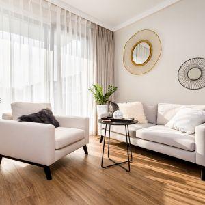 W mieszkaniu jest zatem bardzo elegancko i kobieco. Projekt: Joanna Nawrocka. Fot. Łukasz Bera
