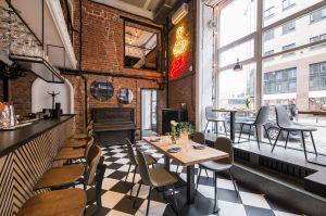 Warszawska restauracja Gruby Josek to miejsce stylizowane na lata 20. XX wieku. Projekt: THE SPACE. Fot. Piotr Czaja