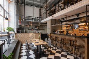 Gruby Josek to restauracja dwupoziomowa o powierzchni ok. 250 m². Projekt: THE SPACE. Fot. Piotr Czaja