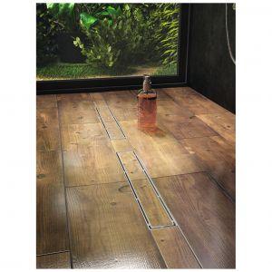 Plado to odpływ liniowy z rusztem stalowym z korytkiem do wklejania płytek, umożliwiający uzyskanie jednolitej podłogi w łazience, dł. od 50 do 100 cm. Dostępny w ofercie firmy Laveo. Fot. Laveo