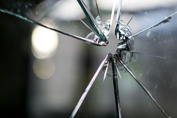 Bezpieczne i komfortowe okna! Zobacz nowe rozwiązanie REHAU Smart Guard