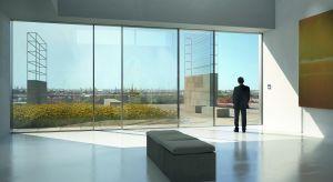 Zmieniające się trendy w projektowaniu budynków, że nasze oczekiwania wobec stolarki okiennej i drzwiowej stają się coraz bardziej złożone. Powinna być już nie tylko bardzo energooszczędna, ale także musi zapewniać zwiększony dostęp świat�