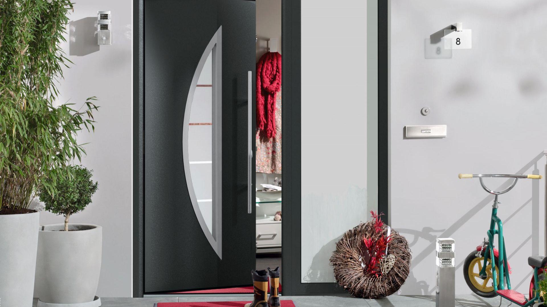 Nowoczesne drzwi zewnętrzne mają atrakcyjny design i dobrą izolacyjność cieplną. Fot. Hörmann