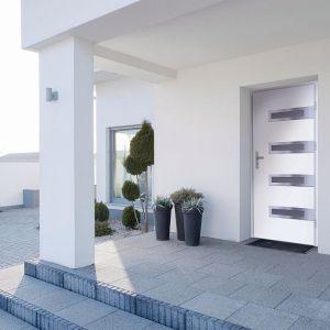 Ozdobą drzwi Leta są szklane aplikacje w postaci luster weneckich. Fot. RuckZuck