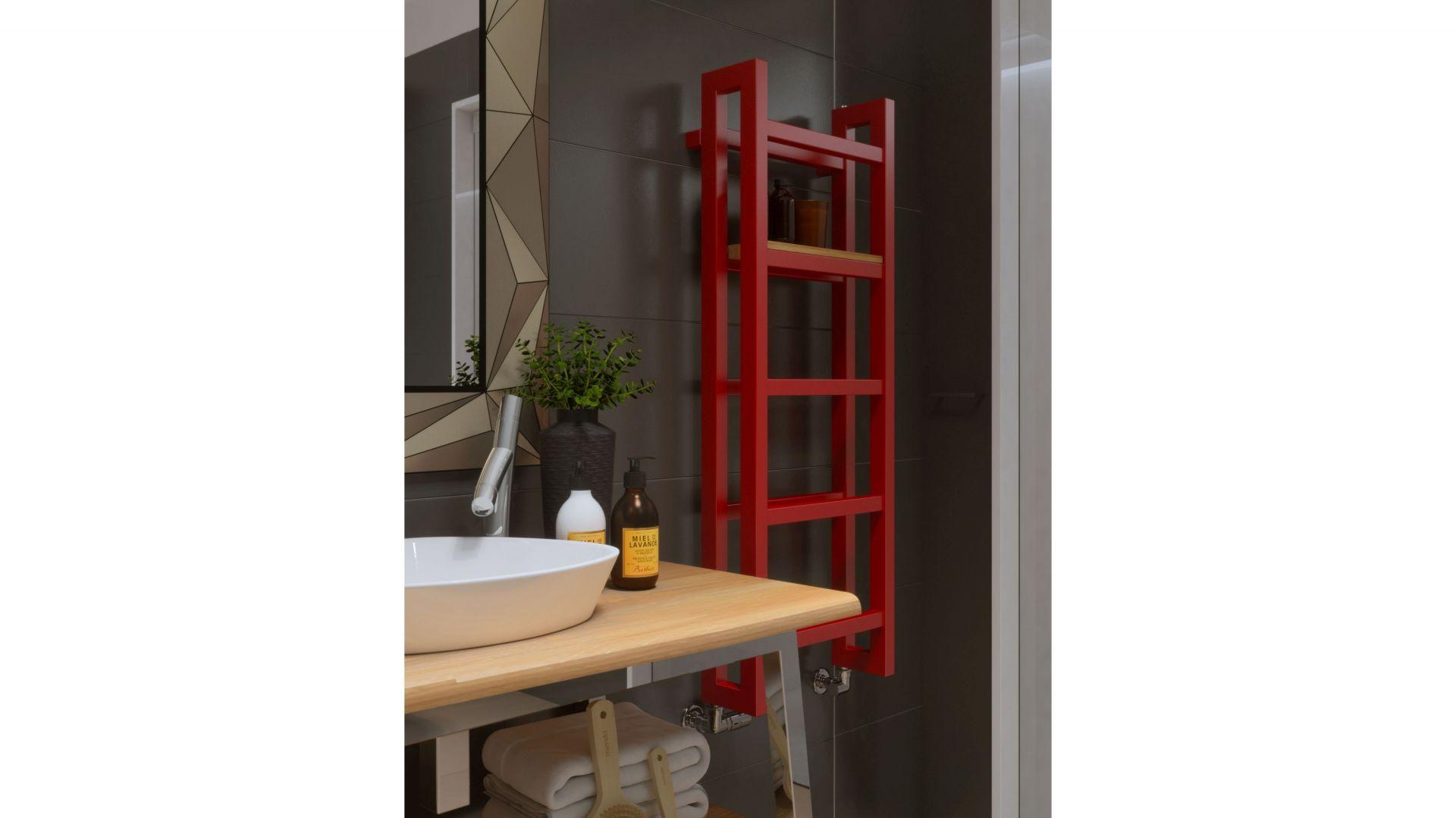 Stand to grzejnik-regał zainspirowany geometrycznymi meblami opartymi na stalowych profilach. Do wyboru mamy blisko 250 kolorów RAL i wykończeń specjalnych Terma, a także półki wykonane z trzech rodzajów drewna: buk, dąb lub teak. Fot. Terma
