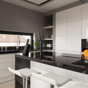 Modna kuchnia: fronty wykończone pięknym i trwałym akrylem. Fot. Rehau