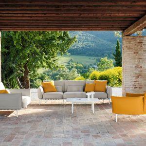 Stół i krzesła ogrodowe marki Dedon, dostępne w Studio Forma 96. Fot. Dedon/ Studio Forma 96