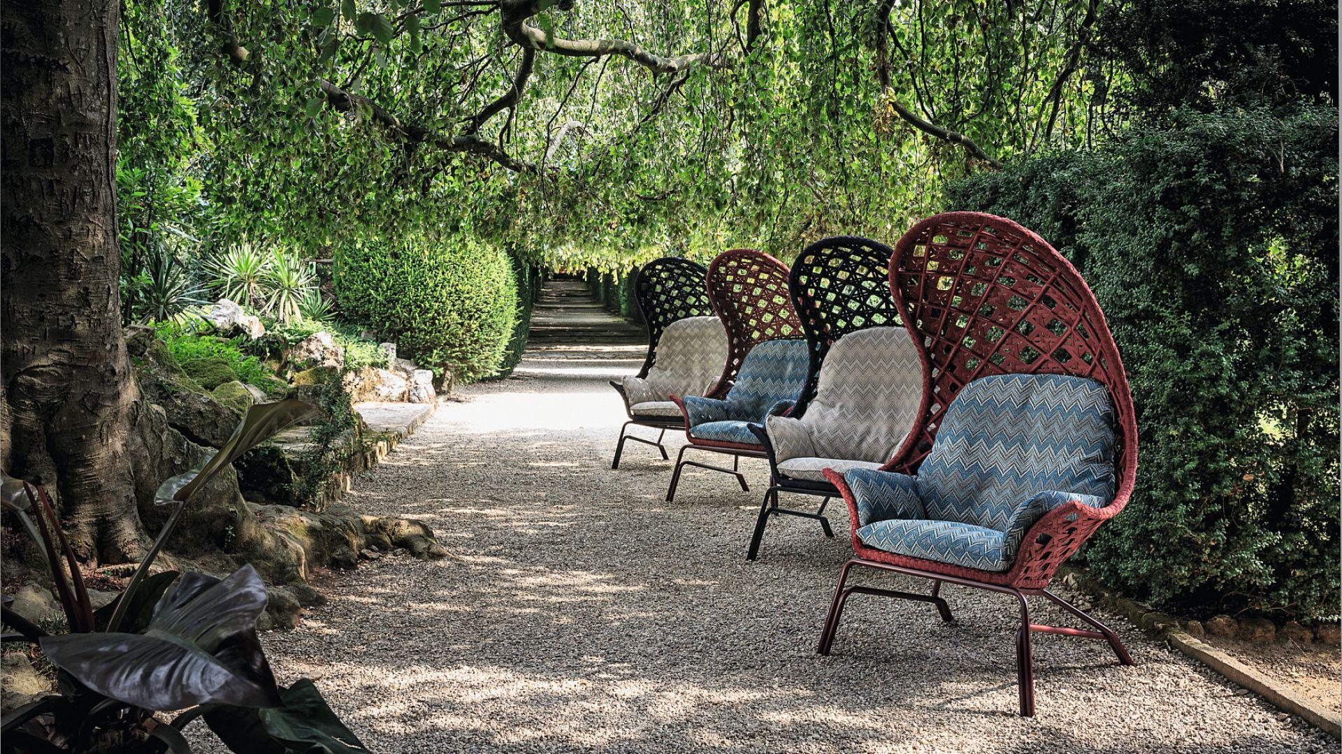 Fotele włoskiej marki Smania przypominają do złudzenia plażowe kosze. Fot. Archidzieło