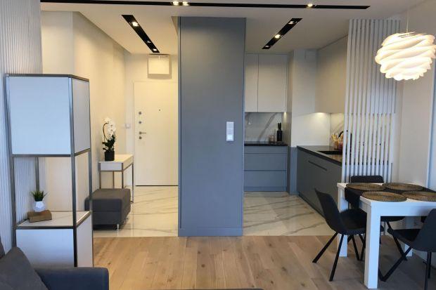 Nowoczesny apartament z nutą glamour - tak urządzisz 60 metrów