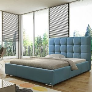 Sypialnia w błękitach: łóżko tapicerowane Sierra marki Comforteo. Fot. Comforteo