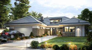 Projekt domu Wyjątkowy 2 to luksusowa parterowa willa, co daje mieszkańcom wygodę mieszkania na jednej kondygnacji bez chodzenia po schodach i nieocenioną bliskość z otaczającym ogrodem.