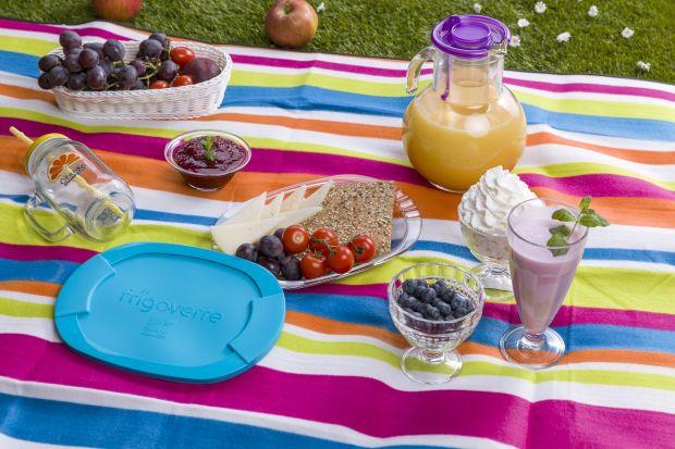 Ciepłe, słoneczne dni zachęcają do pikników, grillowania i towarzyskich spotkań w ogrodzie. Któż ich nie lubi? Pyszne, lekkie jedzenie, kolorowe, soczyste koktajle, luźna atmosfera i mnóstwo radości.