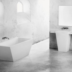 Umywalka wolnostojąca z kolekcji Tebe. Fot. Marmorin Design