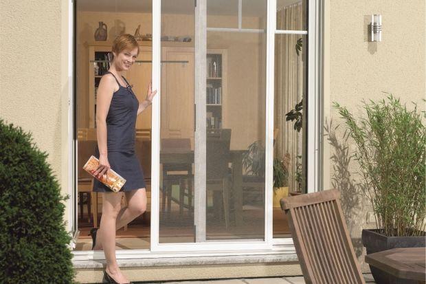 Lato w domu - zabezpiecz okna przed owadami