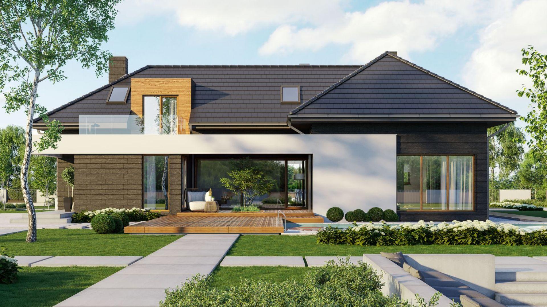 """Kluczem do udanej decyzji o materiale na elewację domu jest przemyślany wybór i staranne wykonanie. W nowoczesnych domach dobrze sprawdzą się barwy kontrastujące lub dopełniające się, a całość warto """"ocieplić"""" naturalnym drewnem. Na zdjęciu projekt domu Pracowni HomeKONCEPT. Fot. HomeKONCEPT"""