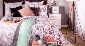 Za sprawą kilku dodatków możesz odmienić wystrój swojej sypialni i wprowadzić do niej wiosenny klimat.