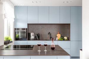 Nowy, elegancko wykończony i w pełni urządzony apartament na warszawskiej Pradze. Na 100 m kw. znalazło się wszystko, o czym marzyła właścicielka. Projekt i zdjęcia: Decoroom