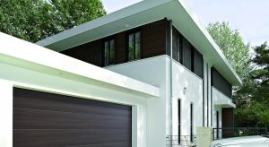Bramy garażowe stają się ważnym elementem elewacji domów. Inwestorzy coraz częściej szukają bram o finezyjnych wzorach powierzchni, które pozwalają dopasować je nawet do bardzo wyszukanych architektonicznie projektów.