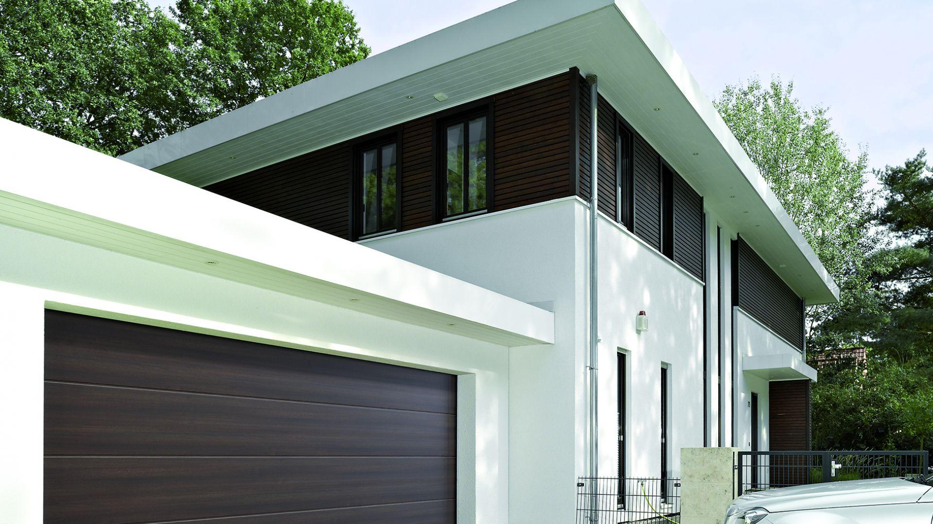 Nowe wzory powierzchni bram garażowych Duragrain to więcej możliwości aranżacji otoczenia domu. Fot. Hörmann