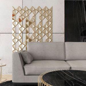 Mosiężna dekoracja ścienna w formie trójkąta posłużyć do stworzenia oryginalnych kompozycji. Fot. Pap Deco