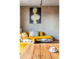 Dom jest przestrzenią, w której łatwo wcielić w życie zasady hygge - jest prywatnym azylem,  miejscem intymnego relaksu, do którego pragnie się codziennie wracać. Projekt: Architekt wnętrz – Agata Koszelewska / Architekt Kuchni – Wioleta Cieślik (Decoroom)