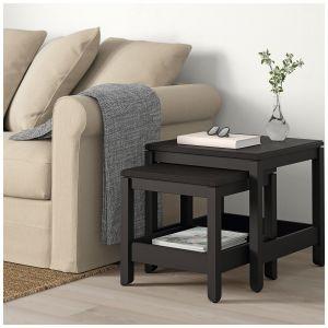 Zestaw stolików kawowych Havsta wykonanych z litego drewna szczotkowanego. Fot. IKEA