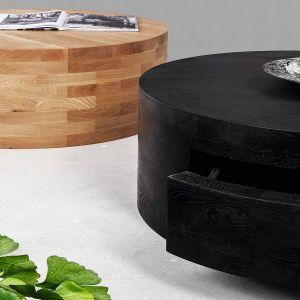 Stolik kawowy Pieces wykonany z litego drewna dębowego. Swój oryginalny wygląd zawdzięcza ręcznemu połączeniu 112 drewnianych elementów w pionie i poziomie. Fot. Good Inside/RAW
