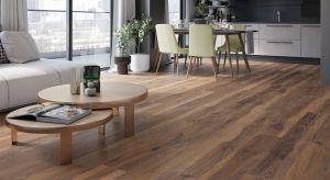 Salon i jadalnia to przestrzeń reprezentacyjna, dlatego wybierając rodzaj okładziny podłogowej chcemy, aby robiła wrażenie, wyróżniała wnętrze, a jednoczenie stanowiła tło dla jego aranżacji.