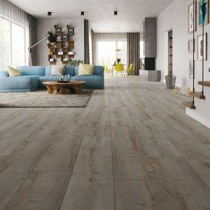 Frezowane krawędzie i drewniana struktura paneli Harmony Forte Dąb Trydent nadają podłodze naturalny wygląd. Fot. Classen