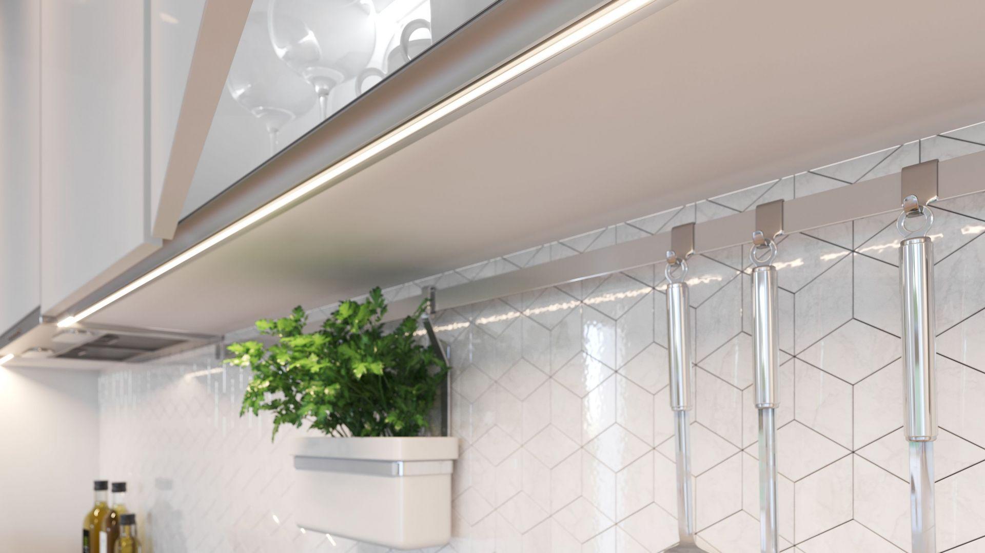 Profile GLAX stanowią uzupełnienie do taśm i listw LED. Ta funkcjonalna oprawa pozwala nie tylko oświetlić meble, ale zabezpiecza taśmę LED przed odklejeniem się czy uszkodzeniami mechanicznymi. Fot. GTV