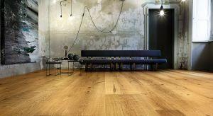 Kolekcja Atelier została stworzona z myślą o przyszłości. Jednocześnie cechują ją wartości rzemieślniczej tradycji Włoch i kultury starego drewna. Unikatowe, modelowane przez naturę, drewno dębowe jest łączone technikami o wieloletniej trad