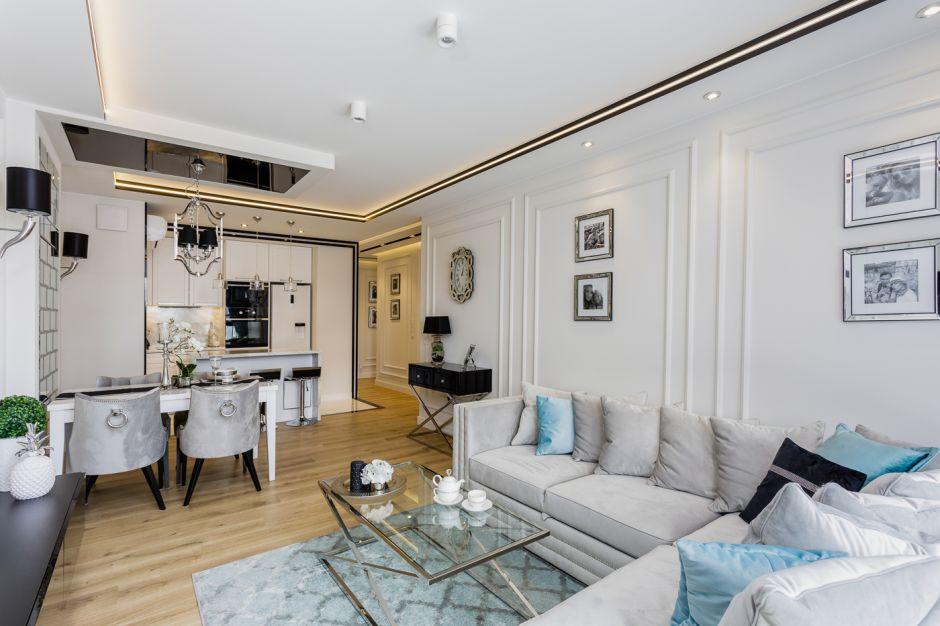 Salon ze sztukaterią - piękne, klasyczne wnętrze