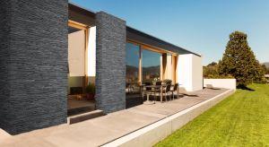 Choć kojarzony jest głównie z wystrojem wnętrz, w swojej betonowej odmianie równie efektownie prezentuje się na elewacji, ogrodzeniu czy jako element architektury ogrodu.