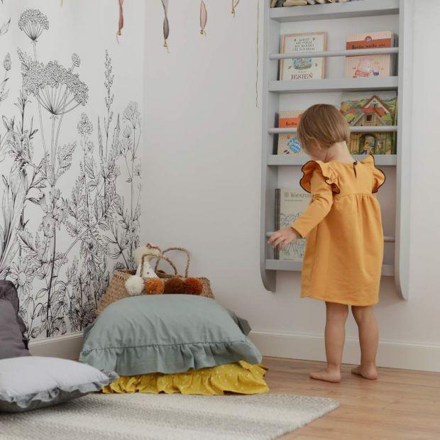 Pokój dziecka - półka wisząca na książki, skarby i drobiazgi