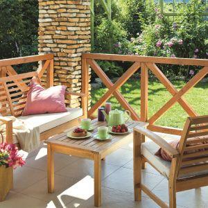Pomysły na odświeżenie terenu wokół domu: meble ogrodowe jak nowe. Fot. Tikkurila