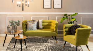 Dywany pełnią dwie funkcje – praktyczną i wizualną, zatem szczególnie ważne jest ich optymalne dopasowanie do charakteru pomieszczenia. W tym sezonie modne są motywy roślinne oraz wyraziste kolory i wzory.