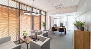 Firma z branży elektrycznej Elhurt Plus stanęła przed tym wyzwaniem zaprojektowania swojego biura i samodzielnie stworzyła nowoczesną przestrzeń, która łączy funkcjonalność z designem. Te biura idealnie odzwierciedlają charakter marki. I o to