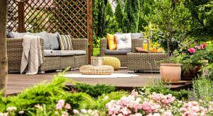 Lista wiosennych prac porządkowych w ogrodzie wydaje się nie mieć końca. Wśród nich obowiązkowo – przygotowanie tarasu i mebli ogrodowych na nadejście ciepłych dni.