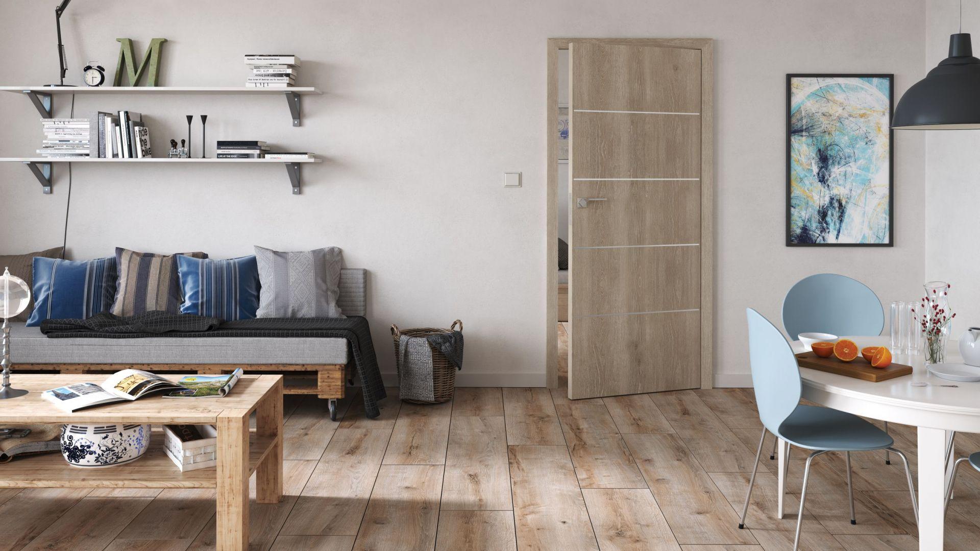 Drzwi Discovery wykończone laminatem w dekorze dąb kendal, z aplikacjami w postaci profilów aluminiowych. Fot. Classen