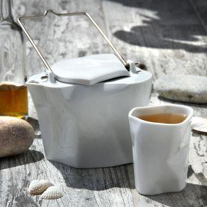 Zestaw do herbaty Pogięty. Fot. Ćmielów Design Studio