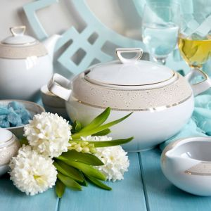 Serwis porcelanowy z dekoracja Lea. Fot. Ćmielów