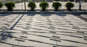 Niekonwencjonalna, futurystyczna, odważna – tak najkrócej można scharakteryzować jedną z najnowszych kostek betonowych na rynku. To dobre rozwiązanie dla osób, które cenią sobie indywidualizm i nowoczesność.
