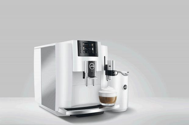 Biała kuchnia: ten ekspres do kawy będzie idealny!