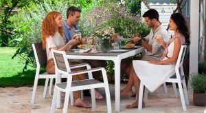 Domy w zabudowie szeregowej to dzisiaj coraz częściej wybierane rozwiązanie w mieszkalnictwie. Największą ich zaletą jest możliwość posiadania własnego, choć niewielkich rozmiarów ogrodu.