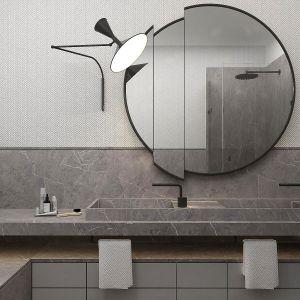 Również łazienka została utrzymana w ciepłych, szarych odcieniach. Projekt: Paweł Wyrzykowski. Fot. Pracownia Architektoniczna Wyrzykowski Studio