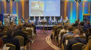 Tegoroczna edycja Forum Branży Łazienkowej i Kuchennej przyciągnęła uwagę ponad trzystu gości. To zasługa nie tylko oscylującej wokół kluczowych dla tego sektora rynku problemów tematyki, ale też odświeżonej, bo poszerzonej o branżę kuche