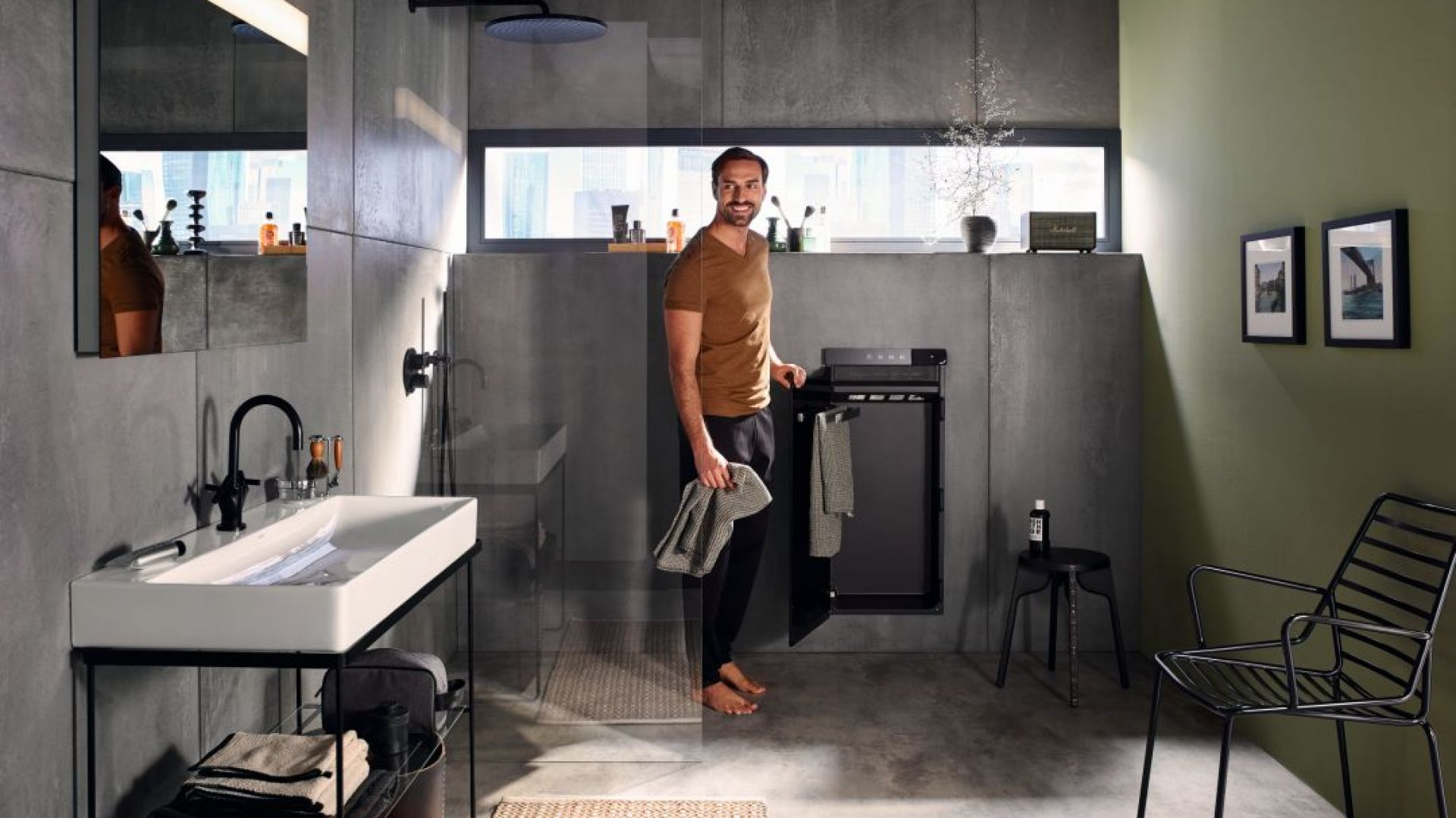 Rewolucyjnym urządzeniem grzewczym, ze względu na swoją wielofunkcyjność, jest Zehnder Zenia, czyli podgrzewacz i suszarka do ręczników, grzejnik na podczerwień oraz termowentylator w jednym. Fot. Zehnder